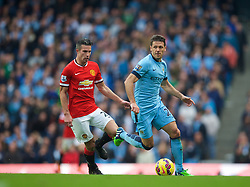 MANCHESTER, ENGLAND - Sunday, November 2, 2014: Manchester City's Martin Demichelis in action against Manchester United during the Premier League match at the City of Manchester Stadium. (Pic by David Rawcliffe/Propaganda)