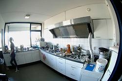 04-04-2006  VOLLEYBAL: HVA AMSTERDAM: AMSTERDAM<br /> Reportage van HVA Amsterdam / De keuken<br /> ©2005-WWW.FOTOHOOGENDOORN.NL