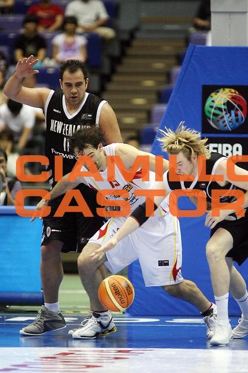 DESCRIZIONE : Hiroshima Giappone Japan Men World Championship 2006 Campionati Mondiali Spain-New Zeland <br /> GIOCATORE : Garbajosa<br /> SQUADRA : Spain Spagna <br /> EVENTO : Hiroshima Giappone Japan Men World Championship 2006 Campionato Mondiale Spain-New Zeland <br /> GARA : Spain New Zeland Spagna Nuova Zelanda <br /> DATA : 19/08/2006 <br /> CATEGORIA : Rimbalzo<br /> SPORT : Pallacanestro <br /> AUTORE : Agenzia Ciamillo-Castoria/T.Wiedensohler <br /> Galleria : Japan World Championship 2006<br /> Fotonotizia : Hiroshima Giappone Japan Men World Championship 2006 Campionati Mondiali Spain-New Zeland <br /> Predefinita :