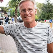 NLD/Blaricum/20160906 - Willibrord Frequin viert 75 ste verjaardag in Moeke Spijkstra, Fons de Poel