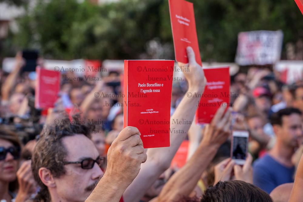 Centinaia di Agende Rosse hanno ricordato il magistrato Paolo Borsellino e la sua scorta uccisi dalla mafia il 19 luglio 1992, in Via D'Amelio a Palermo.
