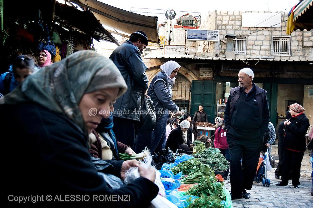 Jerusalem : A Palestinian vegetable vendor in the Old city of Jerusalem on December 12, 2009. © ALESSIO ROMENZI