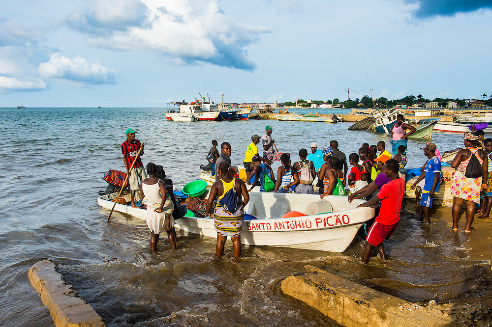 Fishermen selling their fresh fish, city of Sao Tome, Sao Tome and Principe, Atlantic ocean