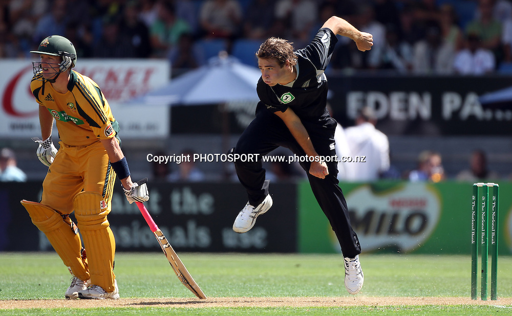 Tim Southee bowling.<br />