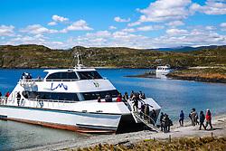 Turistas desembarcam na Ilha Bridges no Canal de Beagle, na região de Ushuaia, Argentina. FOTO: Jefferson Bernardes/ Agência Preview