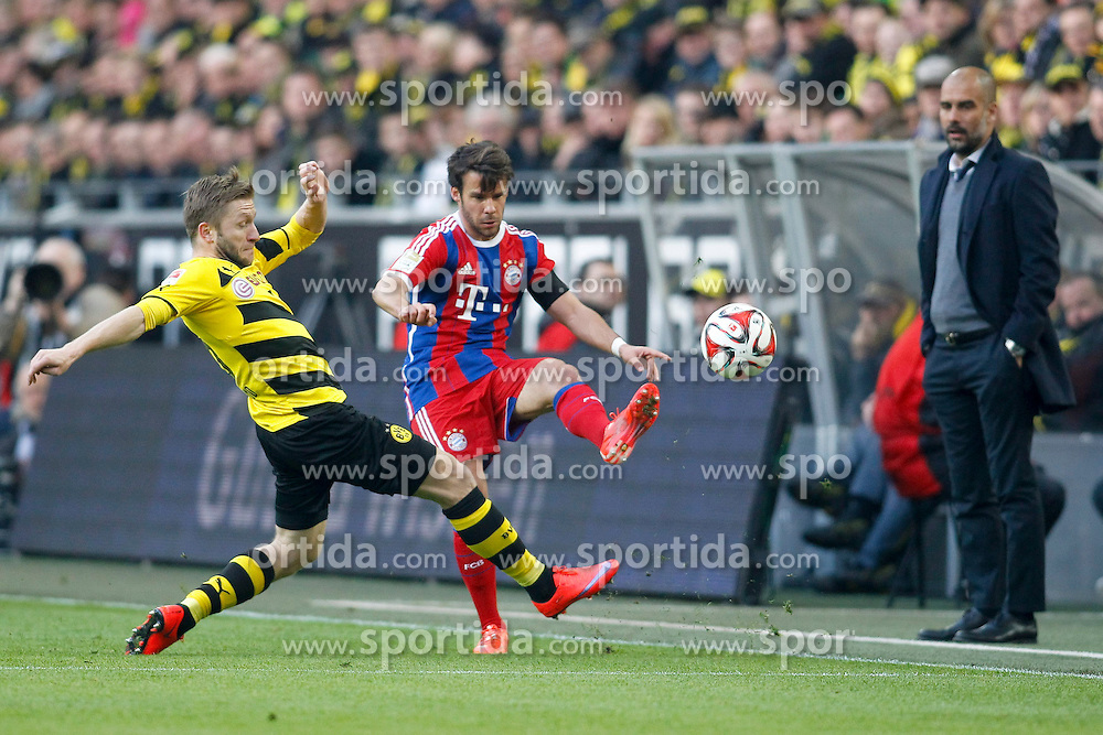 04.04.2015, Signal Iduna Park, Dortmund, GER, 1. FBL, Borussia Dortmund vs FC Bayern Muenchen, 27. Runde, im Bild Jakub &quot;Kuba&quot; Blaszczykowski (Borussia Dortmund #16) im Zweikampf gegen Juan Bernat (FC Bayern Muenchen #18) mit Trainer Pep Guardiola (FC Bayern Muenchen) // during the German Bundesliga 27th round match between Borussia Dortmund and FC Bayern Muenchen at the Signal Iduna Park in Dortmund, Germany on 2015/04/04. EXPA Pictures &copy; 2015, PhotoCredit: EXPA/ Eibner-Pressefoto/ Sch&uuml;ler<br /> <br /> *****ATTENTION - OUT of GER*****