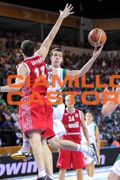 DESCRIZIONE : Klaipeda Lithuania Lituania Eurobasket Men 2011 Preliminary Round Slovenia Russia<br /> GIOCATORE : Goran Dragic<br /> SQUADRA : Slovenia<br /> EVENTO : Eurobasket Men 2011<br /> GARA : Slovenia Russia<br /> DATA : 05/09/2011<br /> CATEGORIA : passaggio penetrazione<br /> SPORT : Pallacanestro <br /> AUTORE : Agenzia Ciamillo-Castoria/C.De Massis<br /> Galleria : Eurobasket Men 2011<br /> Fotonotizia : Klaipeda Lithuania Lituania Eurobasket Men 2011 Preliminary Round Slovenia Russia<br /> Predefinita :