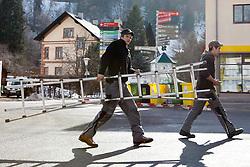 18.02.2013, Schladming, AUT, FIS Weltmeisterschaften Ski Alpin, im Bild Arbeiter mit einer Leiter // workers with a ladder after the FIS Ski World Championships 2013 in Schladming, Austria on 2013/02/18. EXPA Pictures © 2013, PhotoCredit: EXPA/ Martin Huber