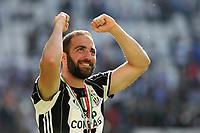 21.05.2017 - Torino Juventus Stadium -  Festa e premiazione scudetto 2016-17  nella  foto: Gonzalo Higuain  esulta sotto la curva con la medaglia