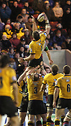 2004/05 Zurich Premiership, NEC Harlequins vs London Wasp,Twickenham, ENGLAND:.Wasps Simon Shaw collects the line out ball..Photo  Peter Spurrier. .email images@intersport-images.com