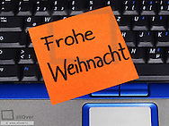 Memo note on notebook, Frohe Weihnacht Merry Christmas