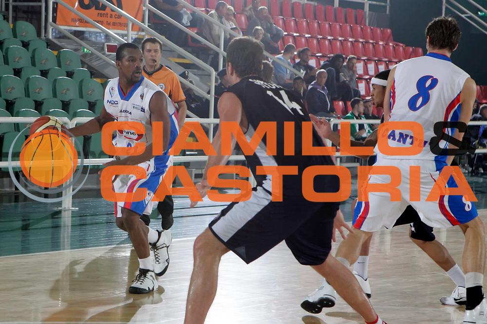 DESCRIZIONE : Avellino Lega A 2010-11 Torneo Vito Lepore Angelico Biella Bennet Cantu<br /> GIOCATORE : Mike Green<br /> SQUADRA : Bennet Cantu<br /> EVENTO : Campionato Lega A 2010-2011<br /> GARA : Angelico Biella Bennet Cantu<br /> DATA : 02/10/2010<br /> CATEGORIA : palleggio<br /> SPORT : Pallacanestro<br /> AUTORE : Agenzia Ciamillo-Castoria/A.De Lise<br /> Galleria : Lega Basket A 2010-2011<br /> Fotonotizia : Avellino Lega A 2010-11 Torneo Vito Lepore Angelico Biella Bennet Cantu<br /> Predefinita :