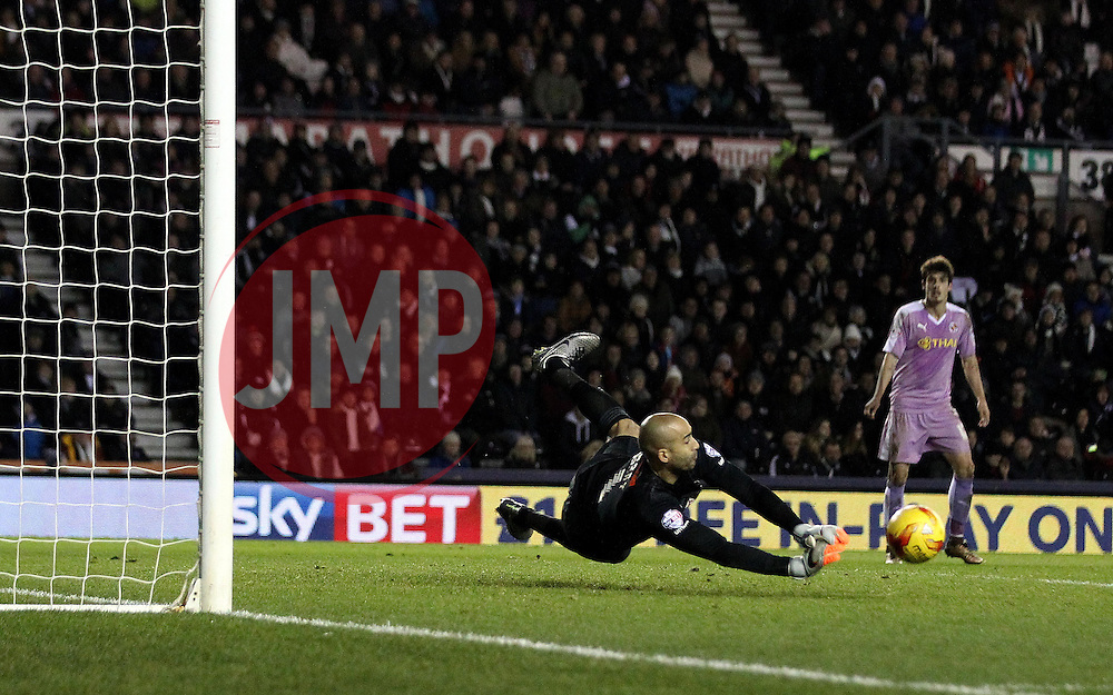 Lee Grant of Derby County saves a shot - Mandatory byline: Robbie Stephenson/JMP - 12/01/2016 - FOOTBALL - iPro Stadium - Derby, England - Derby County v Reading - Sky Bet Championship