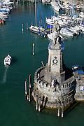 Blick vom Leuchtturm, Löwe an der Hafeneinfahrt,  Hafen von Lindau, Bodensee, Bayern, Deutschland