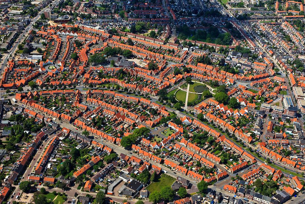 Nederland, Overijssel, Enschede, 30-06-2011; tuindorp Pathmos, arbeidersbuurt, met Thomas Ainsworthpark.QQQ..luchtfoto (toeslag), aerial photo (additional fee required).copyright foto/photo Siebe Swart