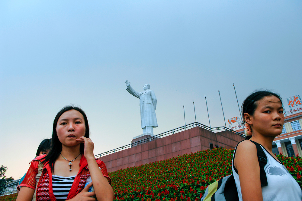 Statue of Mao presides over central Chengdu