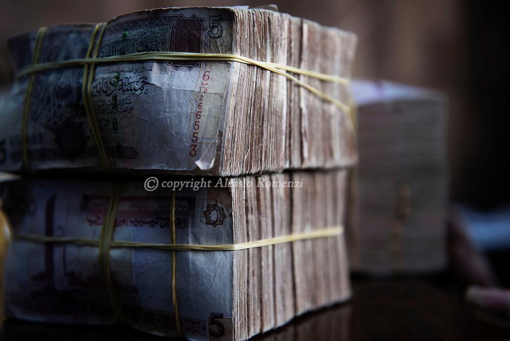 Libya, Zliten: Libyan banknotes. Alessio Romenzi