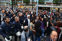 Mannheim. 12.09.15 Innenstadt. Demo von Türken AKP am Marktplatz und am Paradeplatz von Kurden. Hohes Polizeiaufkommen. Kurden provozieren und müssen einen Platzverweis mit Festnahmen hinnehmen.<br /> Bild: Markus Proßwitz 12SEP15 /masterpress