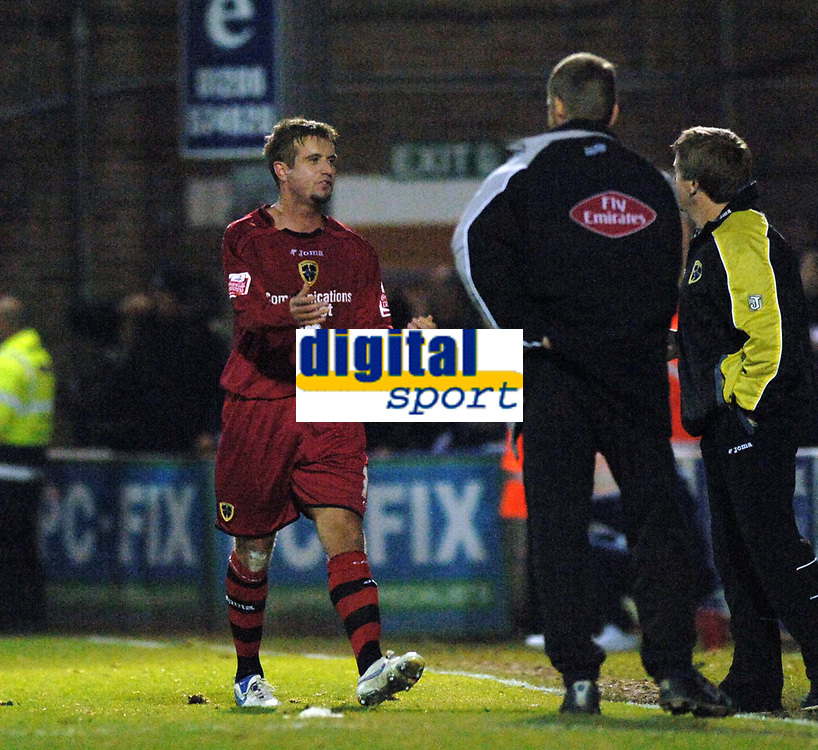 Photo: Ashley Pickering.<br /> Norwich City v Cardiff City. Coca Cola Championship. 21/10/2006.<br /> cardiff's stephen mcphail protests to his bench after being sent off