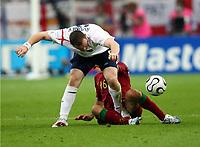 Wayne Rooney England tritt  Ricardo Carvalho Portugal Zwischen die Beine und sieht die Rote Karte dafuer<br /> Fussball WM 2006 Viertelfinale England - Portugal<br />  Norway only
