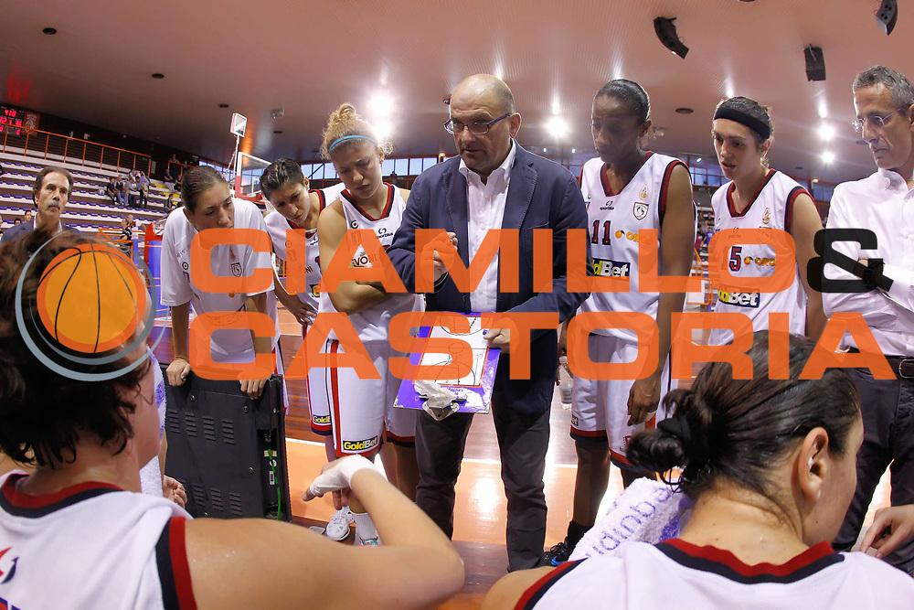 DESCRIZIONE : Pescara Lega A1 Femminile 2012-13 Opening Day 2012 <br /> Goldbet Taranto Club Atletico Romagna Faenza<br /> GIOCATORE : Roberto Ricchini<br /> SQUADRA : Goldbet Taranto<br /> EVENTO : Campionato Lega A1 Femminile 2012-2013 <br /> GARA : Goldbet Taranto Club Atletico Romagna Faenza<br /> DATA : 14/10/2012<br /> CATEGORIA : coach<br /> SPORT : Pallacanestro <br /> AUTORE : Agenzia Ciamillo-Castoria/ElioCastoria<br /> Galleria : Lega Basket Femminile 2012-2013 <br /> Fotonotizia : Pescara Lega A1 Femminile 2012-13 Opening Day 2012 Goldbet Taranto Club Atletico Romagna Faenza<br /> Predefinita :