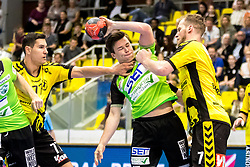 27.04.2018, BSFZ Suedstadt, Maria Enzersdorf, AUT, HLA, SG INSIGNIS Handball WESTWIEN vs Bregenz Handball, Viertelfinale, 1. Runde, im Bild Luka Kikanovic (Bregenz Handball), Felix Fuchs (SG INSIGNIS Handball WESTWIEN), Povilas Babarskas (Bregenz Handball) // during Handball League Austria, quarterfinal, 1 st round match between SG INSIGNIS Handball WESTWIEN and Bregenz Handball at the BSFZ Suedstadt, Maria Enzersdorf, Austria on 2018/04/27, EXPA Pictures © 2018, PhotoCredit: EXPA/ Sebastian Pucher