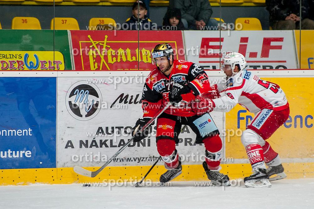 30.10.2016, Ice Rink, Znojmo, CZE, EBEL, HC Orli Znojmo vs EC KAC, 16. Runde, im Bild v.l. Teddy Da Costa (HC Orli Znojmo) Mitja Robar (EC KAC) // during the Erste Bank Icehockey League 16th round match between HC Orli Znojmo andEC KAC at the Ice Rink in Znojmo, Czech Republic on 2016/10/30. EXPA Pictures © 2016, PhotoCredit: EXPA/ Rostislav Pfeffer