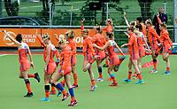 SCHIEDAM -  Warming Up olv Matthew   tijdens een oefenwedstrijd tussen  de dames van Nederland en Belgie , in aanloop naar het  EK Hockey, eind augustus in Amstelveen. COPYRIGHT KOEN SUYK