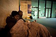 Roma 1 Febbraio 2010.Immigrati africani provenienti da Rosarno(Calabria)  hanno trovato rifugio alla Stazione Termini dove dormono per strada con coperte e cartoni..Rome, February 1, 2010.African immigrants from Rosarno (Calabria) have found refuge at the Termini Station where they sleep on the streets with blankets and cardboard.