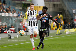 28.04.2019, Merkur Arena, Graz, AUT, 1. FBL, SK Puntigamer Sturm Graz vs LASK, Meistergruppe, 28. Spieltag, im Bild Thomas Goiginger (LASK) und Gideon Mensah (SK Puntigamer Sturm Graz) // during the tipico Bundesliga Master group, 28th round match between SK Puntigamer Sturm Graz and LASK at the Merkur Arena in Graz, Austria on 2019/04/28. EXPA Pictures © 2019, PhotoCredit: EXPA/ Erwin Scheriau