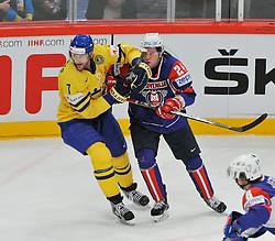11.05.2013, Globe Arena, Stockholm, SWE, IIHF, Eishockey WM, Schweden vs Slowenien, im Bild Sverige Sweden 7 Henrik Tallinder Slovenia (Slovenien) 24 Rok Ticar armbåge // during the IIHF Icehockey World Championship Game between Sweden and Slovenia at the Ericsson Globe, Stockholm, Sweden on 2013/05/11. EXPA Pictures © 2013, PhotoCredit: EXPA/ PicAgency Skycam/ Simone Syversson..***** ATTENTION - OUT OF SWE *****