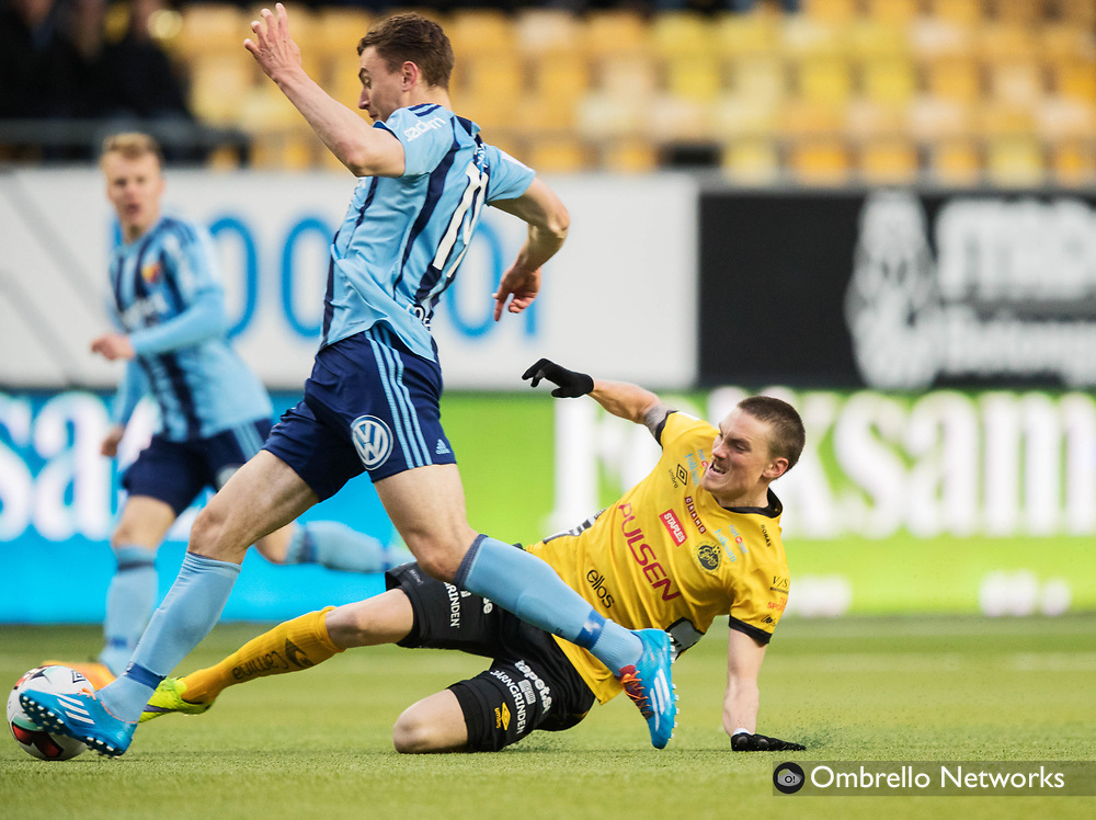 BORÅS, SWEDEN - APRIL 28: Marcus Hansson of Djurgårdens IF and Lars Nilsson of IF Elfsborg competes for the ball during the Allsvenskan match between IF Elfsborg and Djurgårdens IF at Boras Arena on April 28, 2016 in Boras, Sweden. Foto: Nils Petter Nilsson/Ombrello