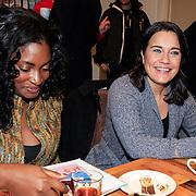 NLD/Amstrdam/20130123 - Nationale Voorleesdag op de basisschool Corantijn te Amsterdam, Zarayda Groenhart en Dione de Graaf