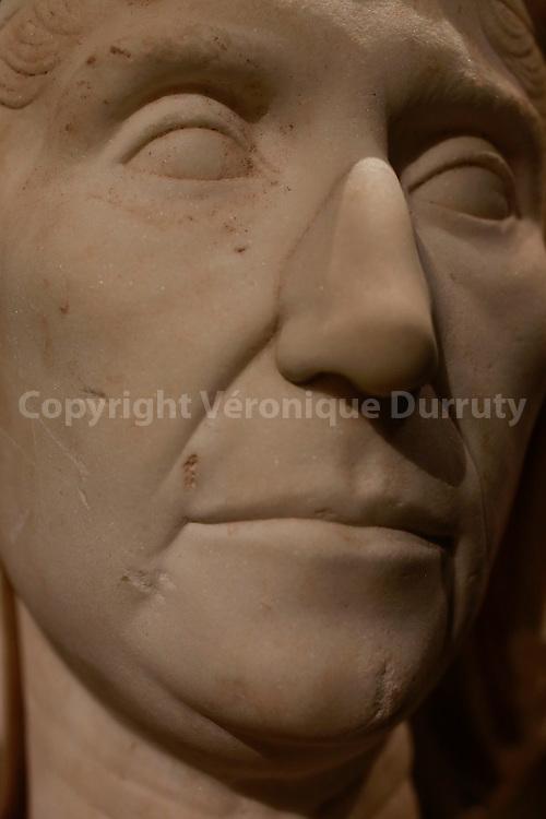 Roman antiques , Kunsthistorisches Museum, Vienna, Austria : Matrone // antiquites Romaines, Kunsthistorisches Museum, Vienne, Autriche : matrone ( marbre )