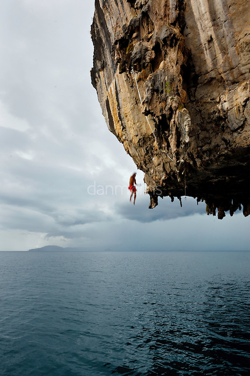 "Thai climber ""deep water soloing"" without rope, returns to earth, Poda Island, Krabi, Thailand"