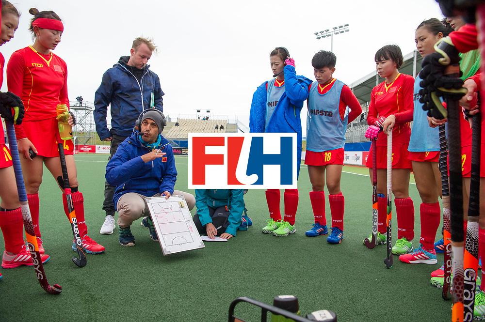 AUCKLAND - Sentinel Hockey World League final women<br /> Match id 10294<br /> 04 Argentina v China.<br /> Foto: Jamilon M&Uuml;LDERS coach China needs a translator ( women r).<br /> WORLDSPORTPICS COPYRIGHT FRANK UIJLENBROEK
