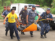 A rescue squad performs rescue work in the area where Sunday May 17, 2011 killed three people rush the plane in which they behaved in an aircraft that crashed south of Ilopango military airport. The victims according to police The Israeli Yaron Degani, who apparently owned the Press Group and two Chinese nationals initially identified as Lee and Yu Wen Yen Kao. Photo: Francisco Campos/Imagenes Libres.