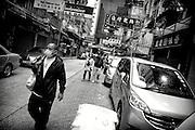 Hong Kong | HongKong | 02.12.2012 :  <br /> <br /> hier: Mann mit Mundschutz<br />   <br /> Sascha Rheker<br /> 20121202<br /> <br /> <br /> <br /> [Inhaltsveraendernde Manipulation des Fotos nur nach ausdruecklicher Genehmigung des Fotografen. Vereinbarungen ueber Abtretung von Persoenlichkeitsrechten/Model Release der abgebildeten Person/Personen liegt/liegen nicht vor.] [No Model Release | No Property Release]