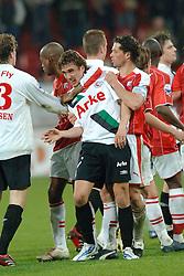 26-04-2006 VOETBAL: PLAY OFF: FC UTRECHT - FC TWENTE: UTRECHT<br /> Utrecht verliest ook de tweede duel en is uitgeschakeld voor een Europees avontuur / Opstootje met Joost Broerse en Anar Vidarsson - Jean Paul de Jong en Dwight Tiendalli<br /> ©2006-WWW.FOTOHOOGENDOORN.NL