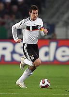 Fussball           EM Qualifikation        17.11.07 Deutschland - Zypern Miroslav KLOSE (GER), Einzelaktion am Ball.