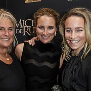 NLD/Amsterdam/20150126 - Premiere Michiel de Ruyter, Lieke van Lexmond, zus Jetteke en moeder