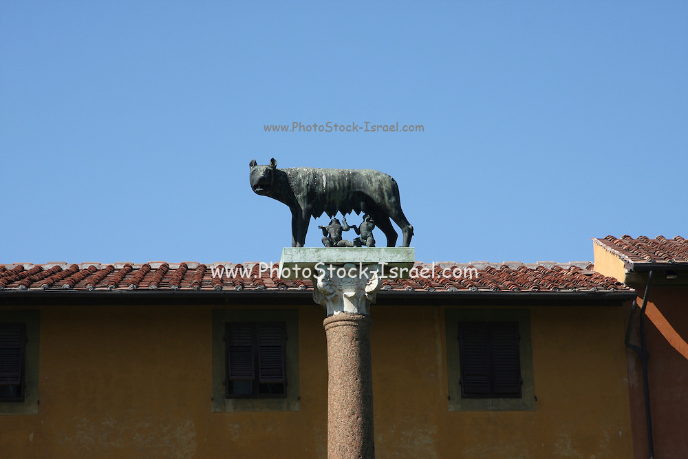 Italy, Tuscany, Pisa, a statue of Romulus and Remus with the wolf