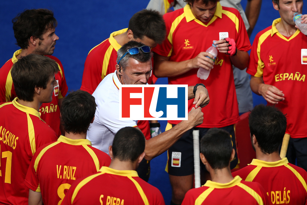 RIO DE JANEIRO, BRAZIL - AUGUST 11:  Head coach Frederic Soyez of Spain speaks to his team against Belgium during a Men's Preliminary Pool A match on Day 6 of the Rio 2016 Olympics at the Olympic Hockey Centre on August 11, 2016 in Rio de Janeiro, Brazil.  (Photo by Sean M. Haffey/Getty Images)
