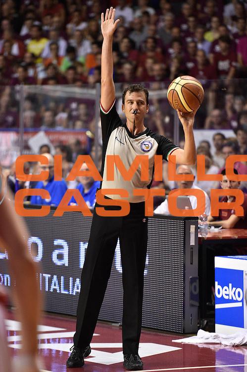 DESCRIZIONE : Venezia Lega A 2014-15 Umana Venezia-Grissin Bon Reggio Emilia  playoff Semifinale gara 5<br /> GIOCATORE :<br /> CATEGORIA : Arbitro Referee Mani <br /> SQUADRA : Umana Venezia \re\<br /> EVENTO : LegaBasket Serie A Beko 2014/2015<br /> GARA : Umana Venezia-Grissin Bon Reggio Emilia playoff Semifinale gara 5<br /> DATA : 07/06/2015 <br /> SPORT : Pallacanestro <br /> AUTORE : Agenzia Ciamillo-Castoria /GiulioCiamillo<br /> Galleria : Lega Basket A 2014-2015 Fotonotizia : Reggio Emilia Lega A 2014-15 Umana Venezia-Grissin Bon Reggio Emilia playoff Semifinale gara 5<br /> Predefinita :