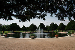 UK ENGLAND SURREY HAMPTON COURT PALACE 19JUL04 - The fountain at the East Front Garden at Hampton Court Palace. The Palace and its famous royal gardens were founded by King Henry VIII in the sixteenth century and were developed through the centuries by subsequent sovereigns, determined to have the most fashionable and elegant gardens of their era. 2004 is the Year of the Garden at Hampton Court Palace and it is celebrated by a series of special events like the Tudor-costumed garden tours.....jre/Photo by Jiri Rezac ....© Jiri Rezac 2004....Contact: +44 (0) 7050 110 417..Mobile:  +44 (0) 7801 337 683..Office:  +44 (0) 20 8968 9635....Email:   jiri@jirirezac.com..Web:    www.jirirezac.com....© All images Jiri Rezac 2004 - All rights reserved.