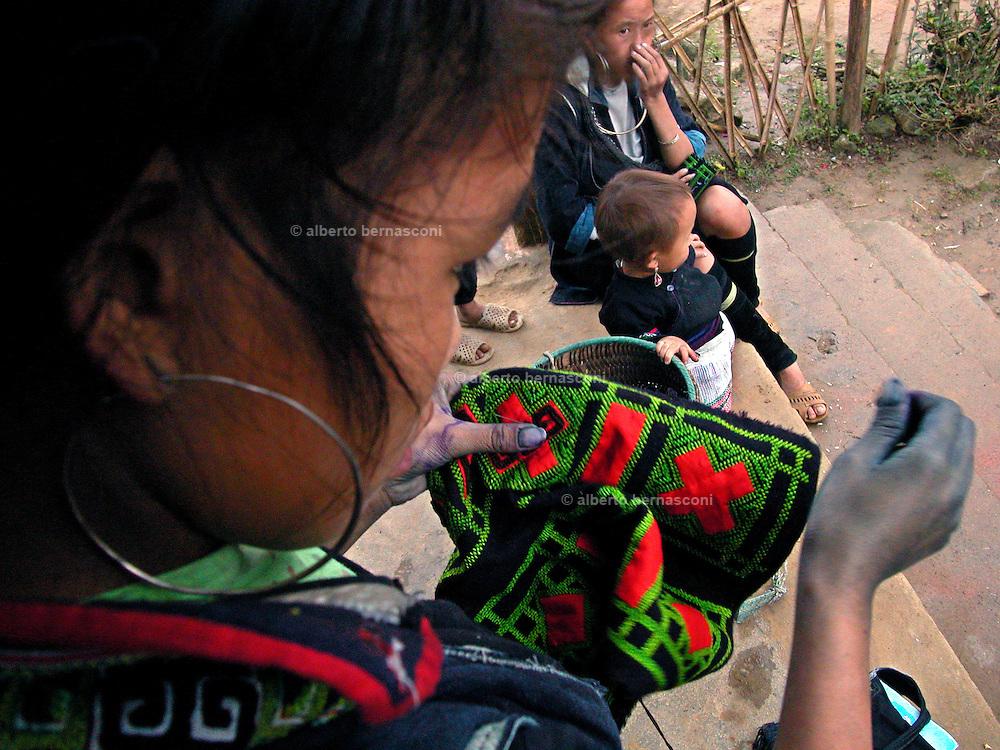Vietnam, Sapa :sewing  minorities