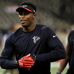 Oct 15, 2015; New Orleans, LA, USA; Atlanta Falcons wide receiver Julio Jones warms up before a game against the New Orleans Saints at the Mercedes-Benz Superdome. Mandatory Credit: Derick E. Hingle-USA TODAY Sports