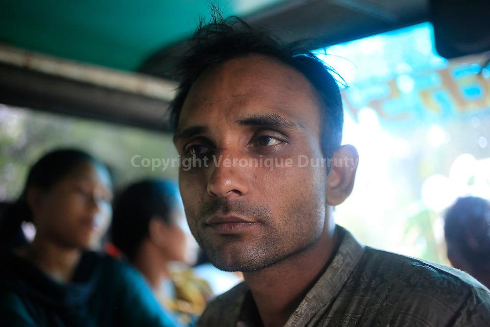 in the bus, Dinajpur district, Bangladesh // dans le bus, région de Dinajpur, Bangladesh