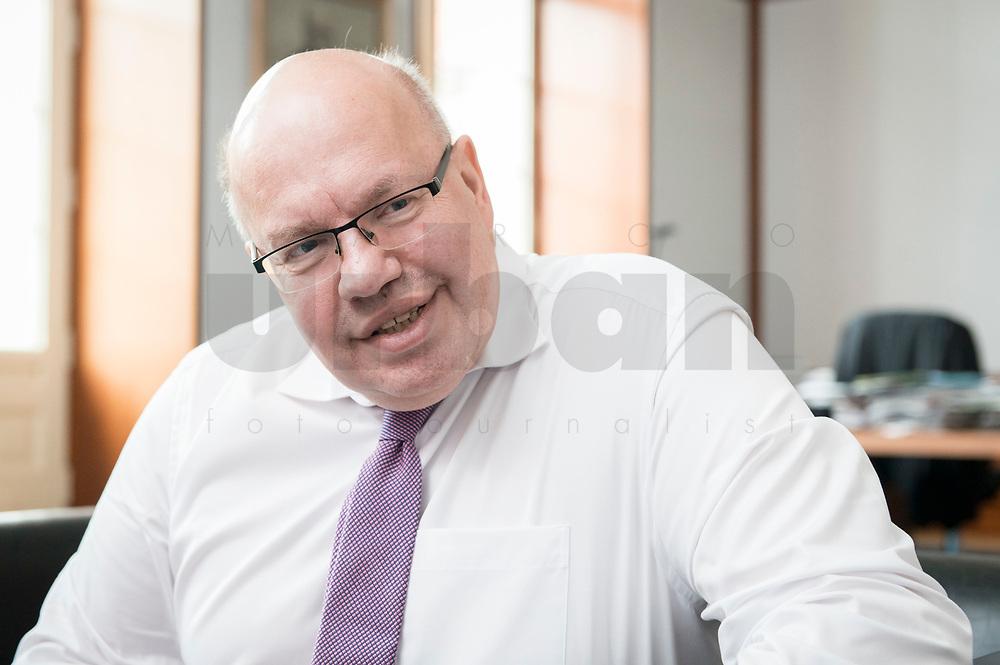 11 APR 2019, BERLIN/GERMANY:<br /> Peter Altmaier, CDU, Bundesminister fuer Wirtschaft und Energie, waehrend einem Interview, in seinem Buero, Bundesministerium fuer Wirtschaft und Energie<br /> IMAGE: 20190411-01-008<br /> KEYWORDS: Büro