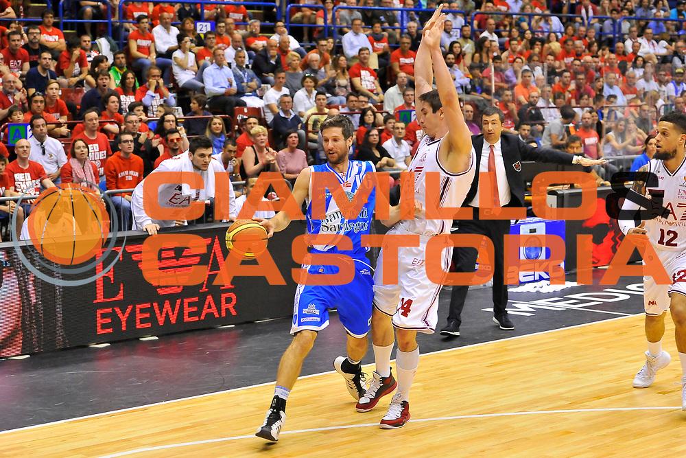 DESCRIZIONE : Campionato 2013/14 Semifinale GARA 2 Olimpia EA7 Emporio Armani Milano - Dinamo Banco di Sardegna Sassari<br /> GIOCATORE : Drake Diener<br /> CATEGORIA : Palleggio Difesa<br /> SQUADRA : Dinamo Banco di Sardegna Sassari<br /> EVENTO : LegaBasket Serie A Beko Playoff 2013/2014<br /> GARA : Olimpia EA7 Emporio Armani Milano - Dinamo Banco di Sardegna Sassari<br /> DATA : 01/06/2014<br /> SPORT : Pallacanestro <br /> AUTORE : Agenzia Ciamillo-Castoria / Luigi Canu<br /> Galleria : LegaBasket Serie A Beko Playoff 2013/2014<br /> Fotonotizia : DESCRIZIONE : Campionato 2013/14 Semifinale GARA 2 Olimpia EA7 Emporio Armani Milano - Dinamo Banco di Sardegna Sassari<br /> Predefinita :